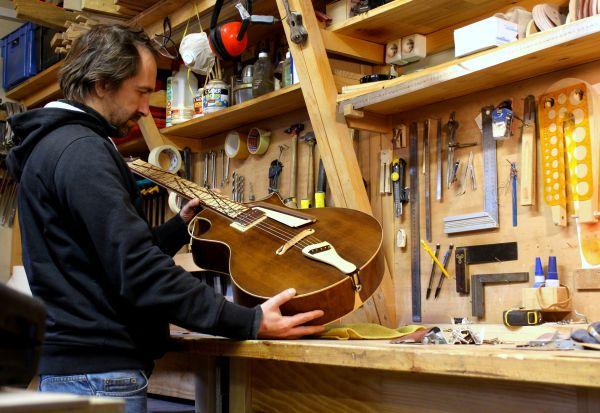 Artisan luthier guitare rhône Lyon